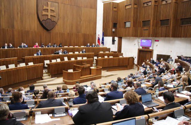Vznik komisie na kontrolu odpočúvania sa odkladá, koalícia stále rokuje o zmenách