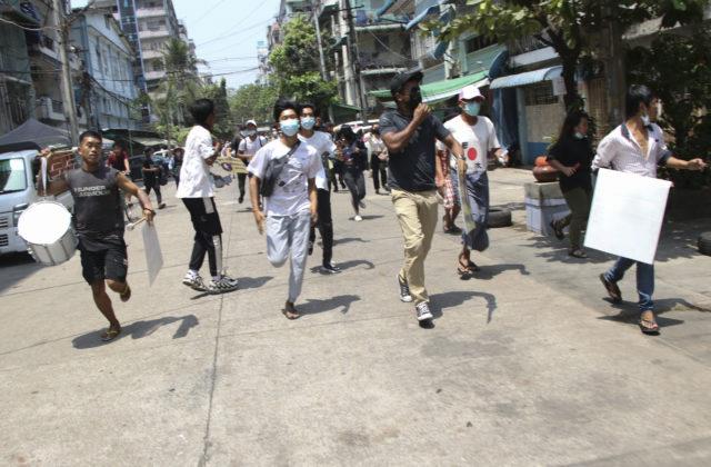 Mjanmarská armáda začala útočiť na mesto Mindat, zničila niekoľko domov