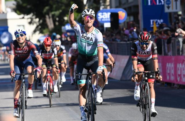Peter Sagan vyhral etapu na Giro d´Italia, po úspešnom špurte je lídrom bodovacej súťaže (video)