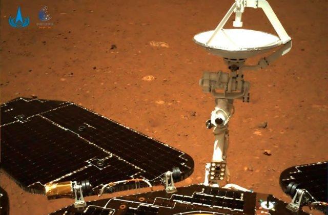 Číňania zverejnili prvé zábery z Marsu, ktoré zhotovil ich rover Ču-žung