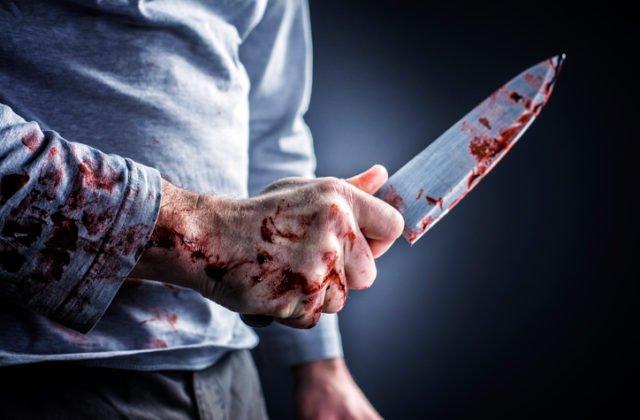 Boris napadol svoju manželku, bodal ju nožom aj nožnicami