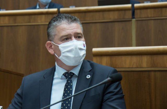 Mimoriadna schôdza parlamentu: Minister vnútra Mikulec bude čeliť odvolávaniu (naživo)