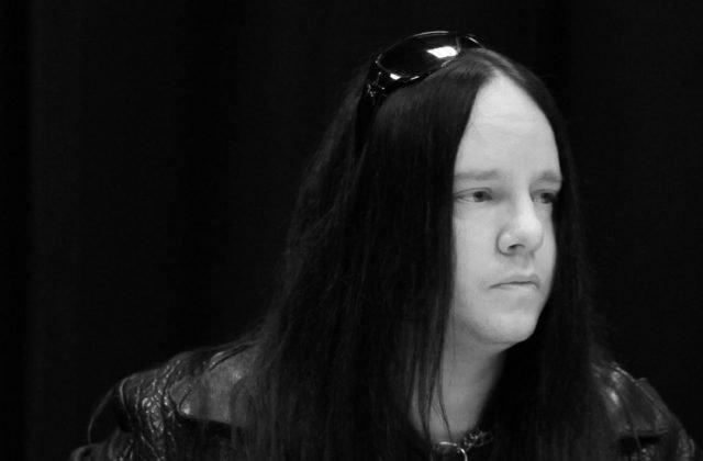 Zomrel bubeník Joey Jordison, zakladajúci člen heavymetalovej kapely Slipknot