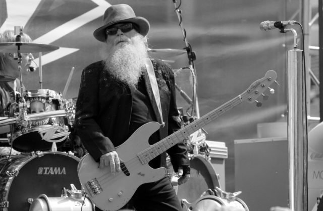 Zomrel basgitarista z kapely ZZ Top Dusty Hill