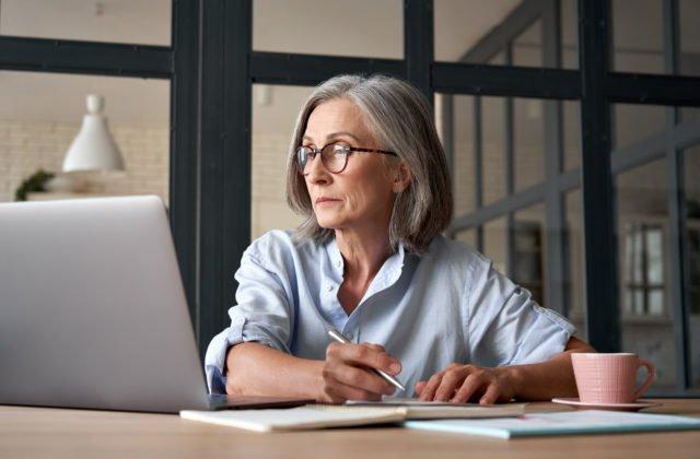 Remišovej ministerstvo spúšťa projekt za takmer milión eur, rozšíriť má digitálne zručnosti seniorov
