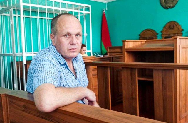 Väzenie a pokuta za údajnú urážku prezidenta. Bieloruský novinár si odsedí jeden a pol roka