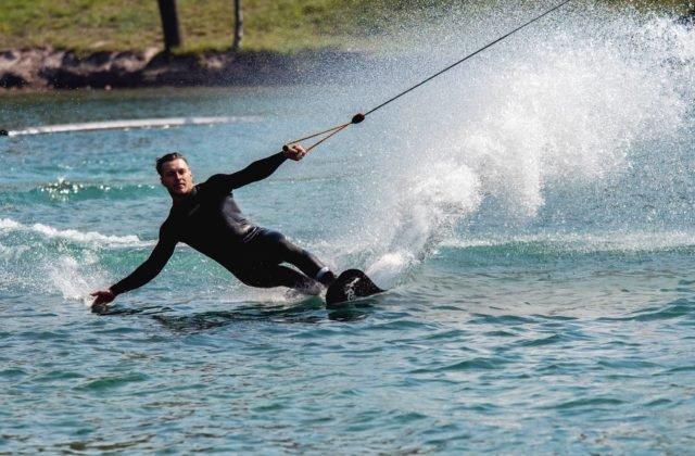 Vaško ml. utvoril nový svetový rekord v akrobatickej jazde vo vodnom lyžovaní, úspechy žnel aj v skokoch (video)