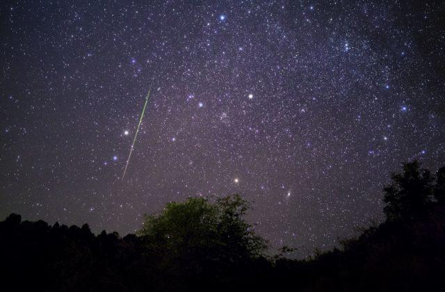 Nočnú oblohu rozžiari meteorický roj, mesiac bude pozorovanie rušiť minimálne
