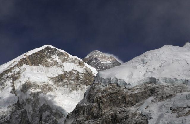 Mount Everest má novú oficiálnu výšku, Čína a Nepál sa zhodli na jednom čísle