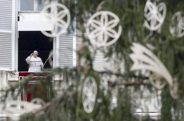 Vianočná polnočná omša vo Vatikáne bude skôr, pápež dodrží zákaz nočného vychádzania