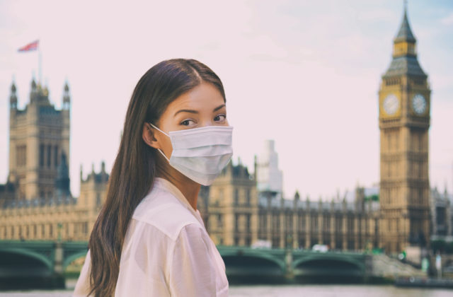 Cestovanie do Británie sa pre zaočkovaných uľahčí, budú oslobodení od povinnej karantény