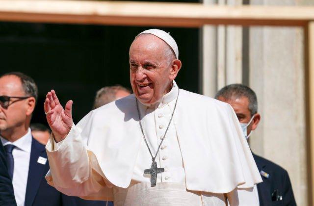 Pápež František ocenil prácu bezpečnostných zložiek počas svojej návštevy, osobne poďakoval šéfovi SIS (foto)