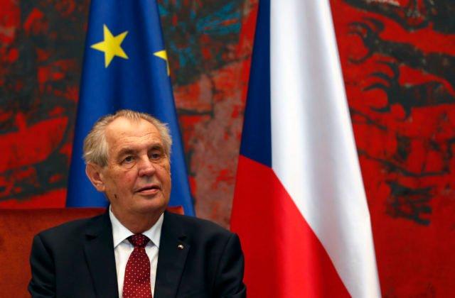 Českého prezidenta Zemana museli hospitalizovať, cez víkend skončil v nemocnici aj exprezident Klaus
