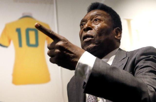Pelé sa úspešne zotavuje z chirurgického zákroku, je v dobrej nálade a problém má so stravou