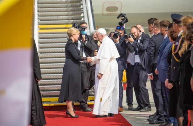 Pápež František sa bude modliť za pokoj a blaho slovenského národa, Čaputovej pri rozlúčke vyjadril úprimnú sústrasť (foto)