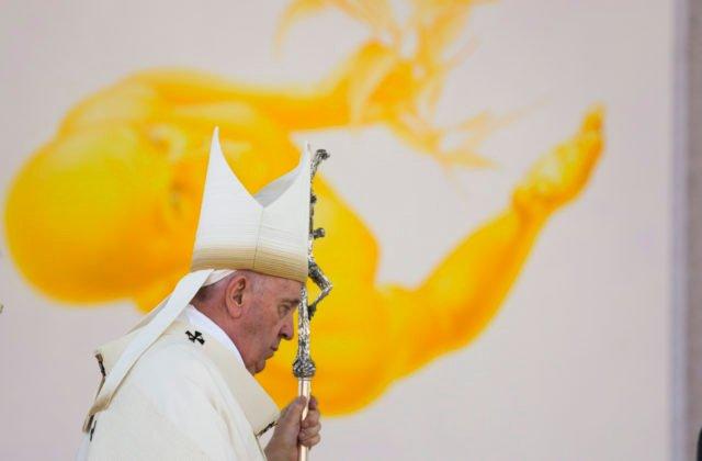 Pápež František dostal od župana Viskupiča keramickú plastiku baziliky v Šaštíne, symbolizuje solidaritu i nádej
