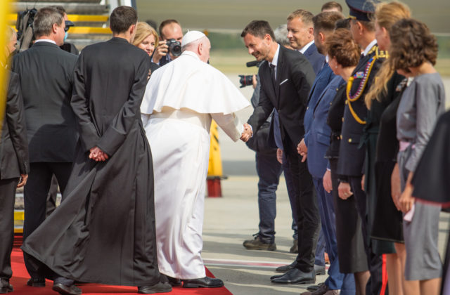 Premiér Heger po odchode pápeža vyzýva na budovanie krajiny s platnými zákonmi, ktorá sa postará o slabých (video+foto)