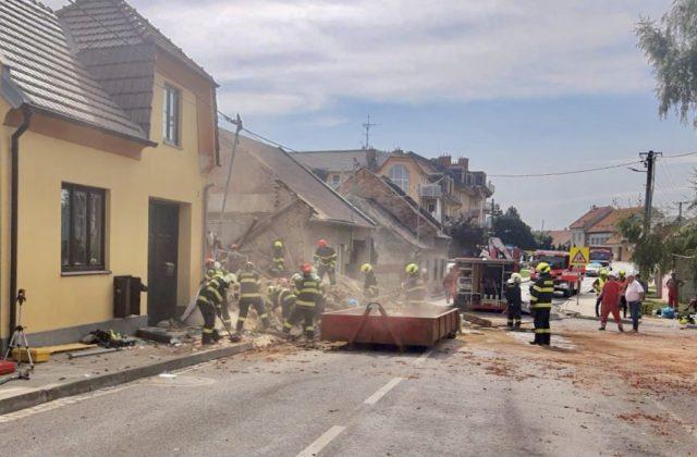 V obci Koryčany vybuchol v dome plyn, o život prišli dvaja hasiči