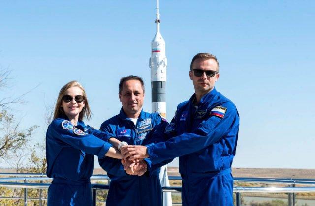 Ruská herečka a režisér odleteli na ISS, nakrútia tam prvý film vo vesmíre (foto+video)