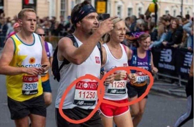 Dvaja poľskí bežci pobúrili Britániu, muž sfalšoval účasť na maratóne a vyrazil s rovnakým číslom ako žena (foto)