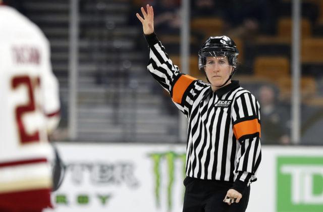 Zámorský hokej otvára dvere ženám, v AHL bude pískať zápasy až desať nových rozhodkýň