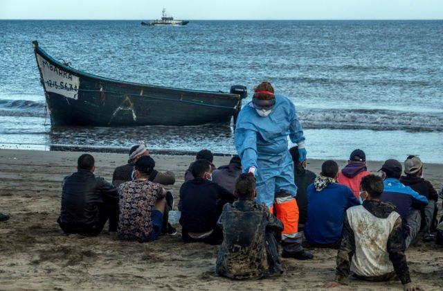 Na Kanárske ostrovy sa plavilo viac ako 200 migrantov, španielske úrady ich zachránili