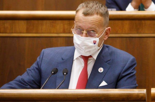 Zeman mal dobrú náladu aj vtipkoval, ale pre situáciu okolo prezidenta padli už trestné oznámenia