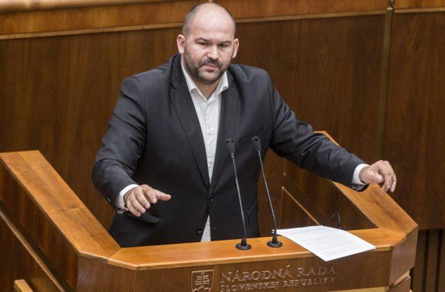 Pčolinský je po nezákonnom obvinení brata opatrný, o téme Kažimír bude klub Sme rodina ešte len rokovať
