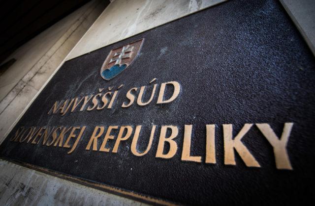 Príbuzný exministra Žigu zostáva vo väzbe, najvyšší súd zamietol sťažnosti prokurátora aj obvineného