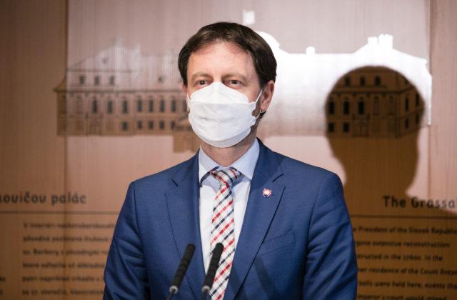 Premiér Heger je vďačný za kvalitných vedcov na Slovensku a ľutuje, že z pandémie je politika