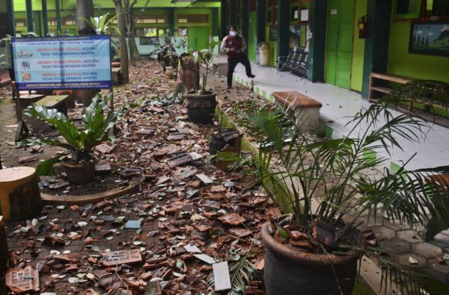 Ostrov Jáva zasiahlo zemetrasenie a vyžiadalo si ľudské obete. Otrasy bolo cítiť aj na Bali
