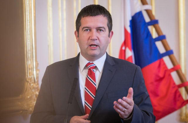 Strany reagujú na vyhostenie ruských diplomatov z Česka, SaS požaduje zvolať Bezpečnostnú radu SR