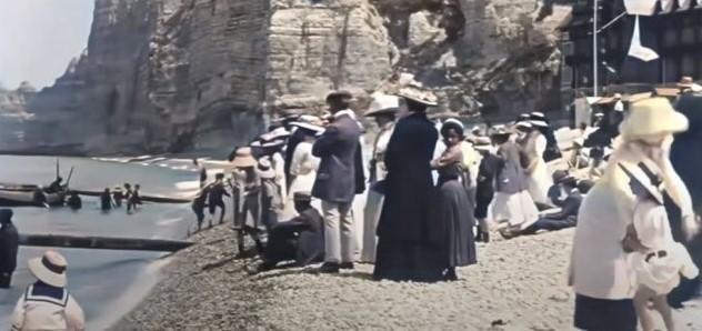 Neuveriteľné filmové záznamy staré viac ako 120 rokov ukazujú dovolenkárov, ako si užívajú pobrežie vo Francúzsku + VIDEO