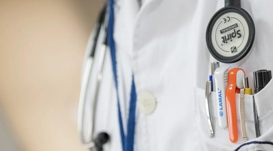 """Lekár: Umierajú ľudia, ktorých medicína,, vytvorila """". Až zomrie 15 tisíc mladých, zdravých ľudí, bude zle. Koniec strachu, tu je pravda"""