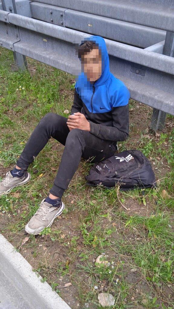 Alžírsky migrant vypadol z idúceho nákladného auta na českej diaľnici