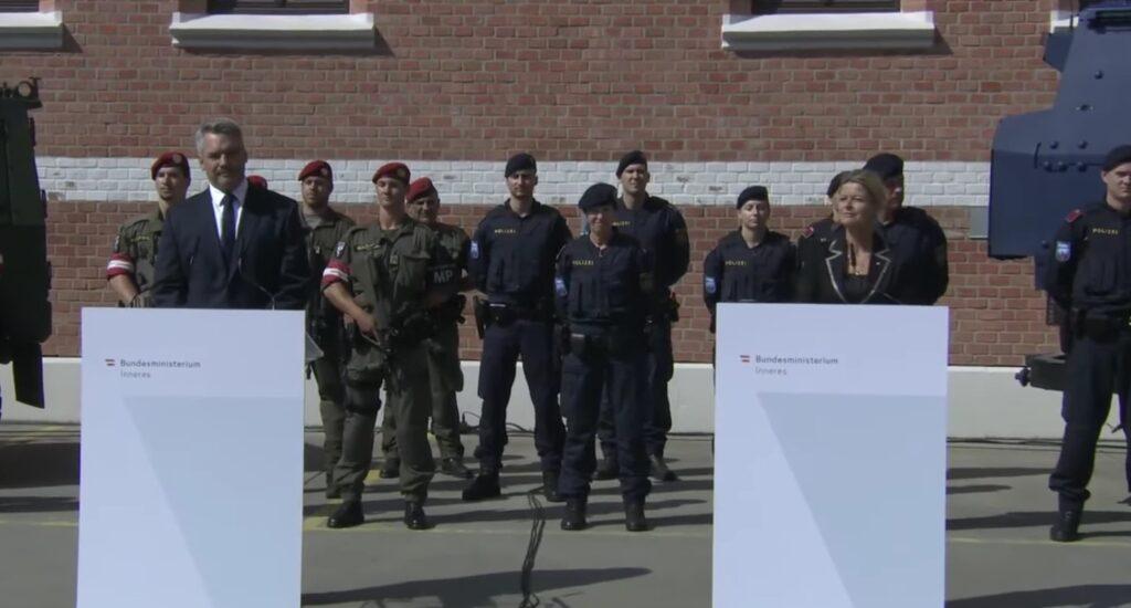 Rakúsko vysiela na hranice 400 vojakov z dôvodu nelegálnej migrácie. Keďže Európsky azylový systém zlyhal musím konať