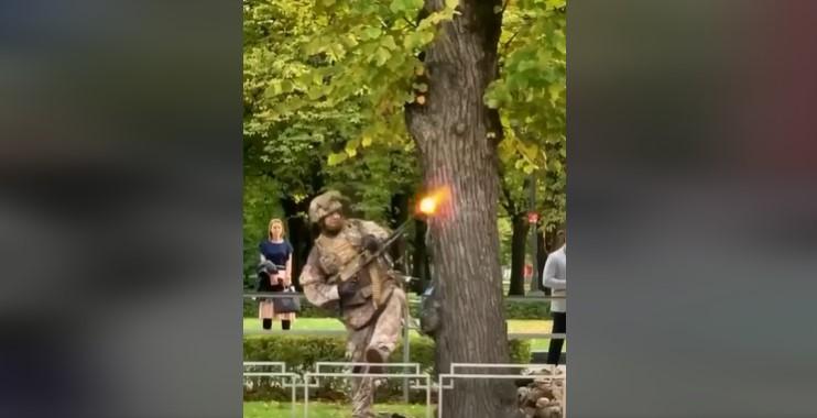 Lotyšská armáda bez akéhokoľvek varovania zorganizovala priamo v centre Rigy vojenské cvičenie. Obyvatelia boli šokovaní