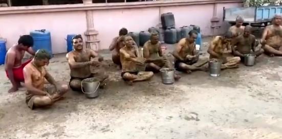 Ako sa chrániť pred COVIDom. V Indií vedia ako na to. Lekári predtým varujú! + VIDEO