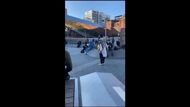 Bradatý moslim ohrozoval ľudí s nožom (Birmingham)